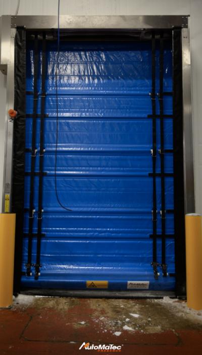 Porte souple rapide à enroulement Cette porte est une porte isolée installée en agroalimentaire